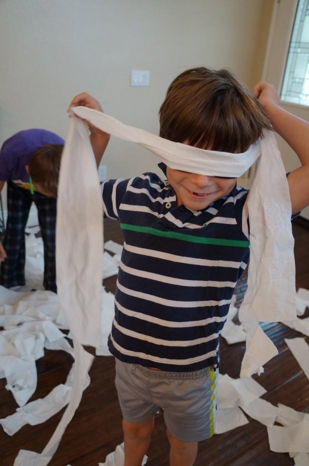 Xem 15 trò chơi sáng tạo của trẻ con, người lớn sẽ phải công nhận chúng quả là thiên tài - Ảnh 7.