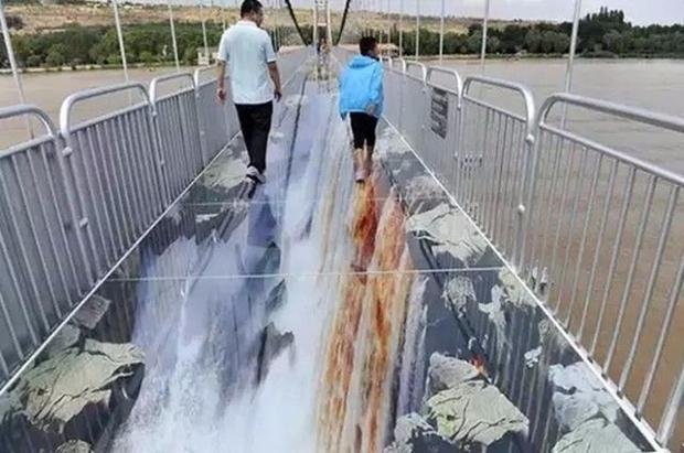 Trung Quốc: Du khách rụng rời chân tay khi ghé thăm cây cầu kính kết hợp công nghệ 3D - Ảnh 9.