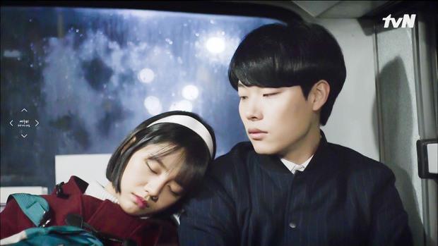 HOT: Trong Reply 1988 Hyeri đã chọn Park Bo Gum, song lại yêu Ryu Jun Yeol ngoài đời - Ảnh 12.
