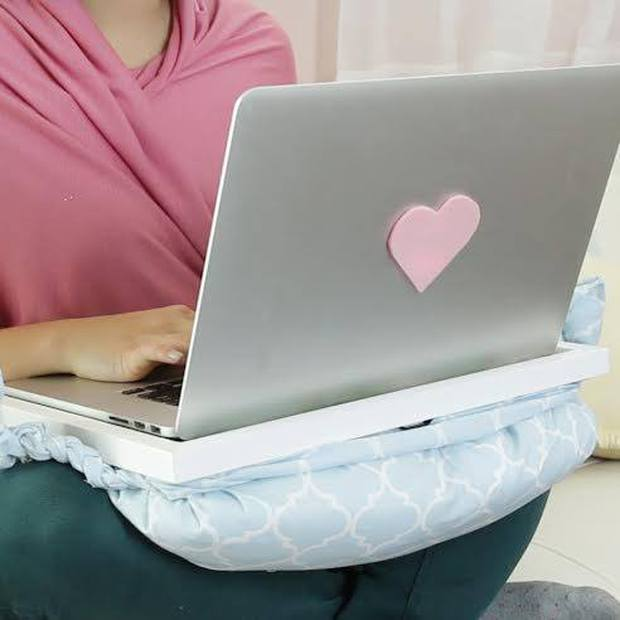 Tận dụng gối cũ để làm bàn laptop êm ái kê đùi chẳng lo nóng máy - Ảnh 7.