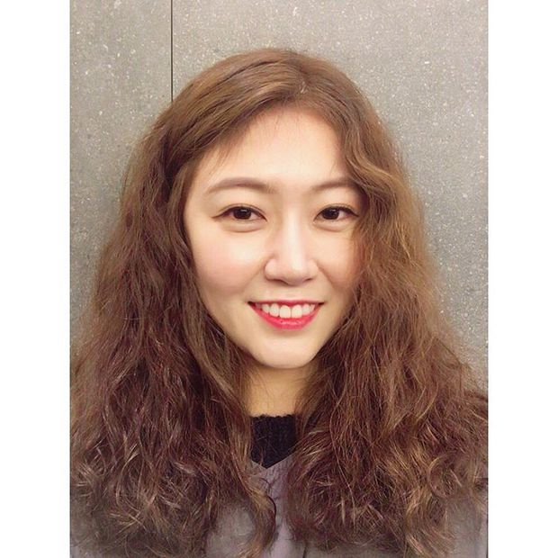 Chán tóc xoăn nhẹ nhàng, con gái Hàn rủ nhau làm tóc xoăn xù mì hoài cổ giống Sulli - Ảnh 10.
