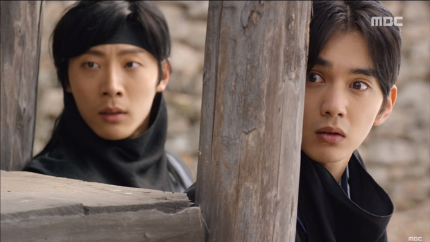 """""""Mặt Nạ Quân Chủ"""": Yoo Seung Ho đội mồ sống dậy, về quê vác giỏ kiếm cơm - Ảnh 19."""