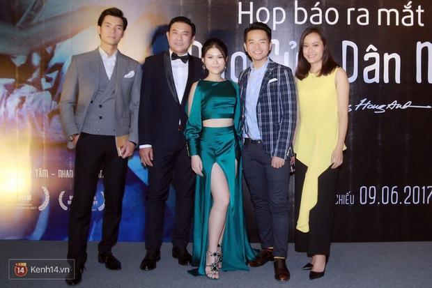 Mặc trời nóng, Đàm Vĩnh Hưng và Dương Triệu Vũ vẫn ra Hà Nội ủng hộ phim của cháu gái - Ảnh 4.