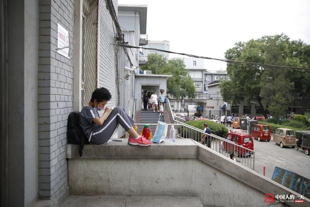 Nhật ký phiêu bạt ở Bắc Kinh của trẻ em mắc bệnh ung thư phải ở trong những căn nhà chật chội, kiếm tìm hy vọng sống - Ảnh 9.