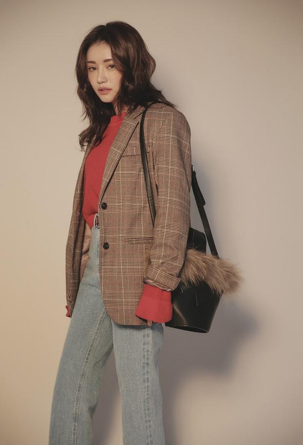 Blazer kẻ caro: Dự là sẽ hot hơn cả cardigan, denim jacket vì fashionista nào cũng đang sở hữu 1 cái - Ảnh 13.