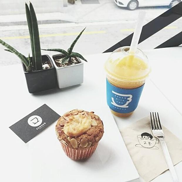 Tới Hàn Quốc, muốn gặp thần tượng không đâu dễ bằng đến chính quán cafe do họ mở! - Ảnh 23.