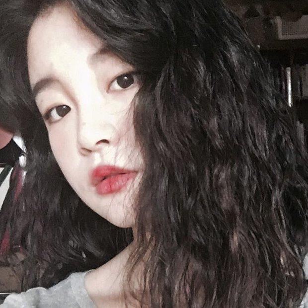 Chán tóc xoăn nhẹ nhàng, con gái Hàn rủ nhau làm tóc xoăn xù mì hoài cổ giống Sulli - Ảnh 12.