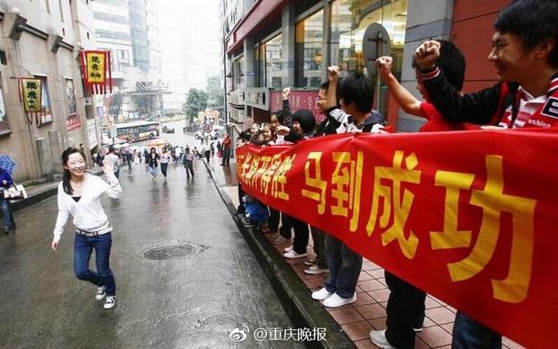 Trung Quốc nóng hừng hực trong mùa Gaokao - một trong những kỳ thi khốc liệt nhất thế giới - Ảnh 13.
