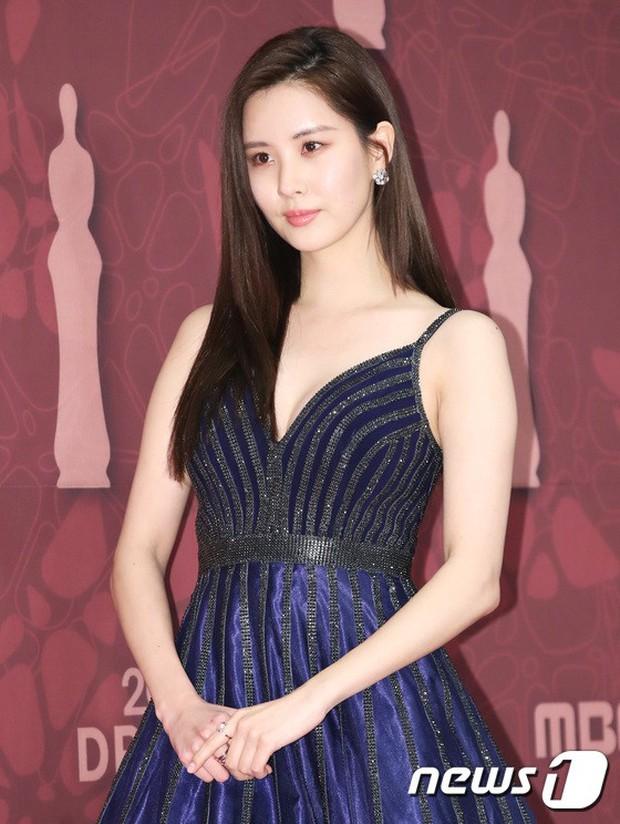 MBC Drama Awards 2017: Mẹ Kim Tan, Ha Ji Won rơi lệ vì nữ diễn viên có chồng bị sát hại dã man - Ảnh 21.
