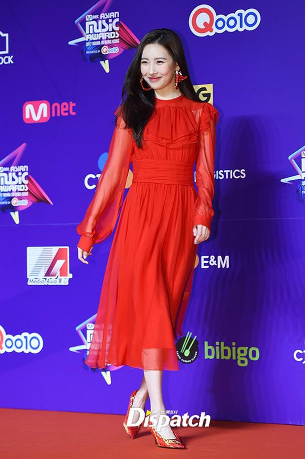 Thảm đỏ MAMA Hồng Kông: Song Joong Ki, Lee Young Ae mê mẩn Wanna One, Song Ji Hyo và em út Red Velvet hở bạo - Ảnh 47.