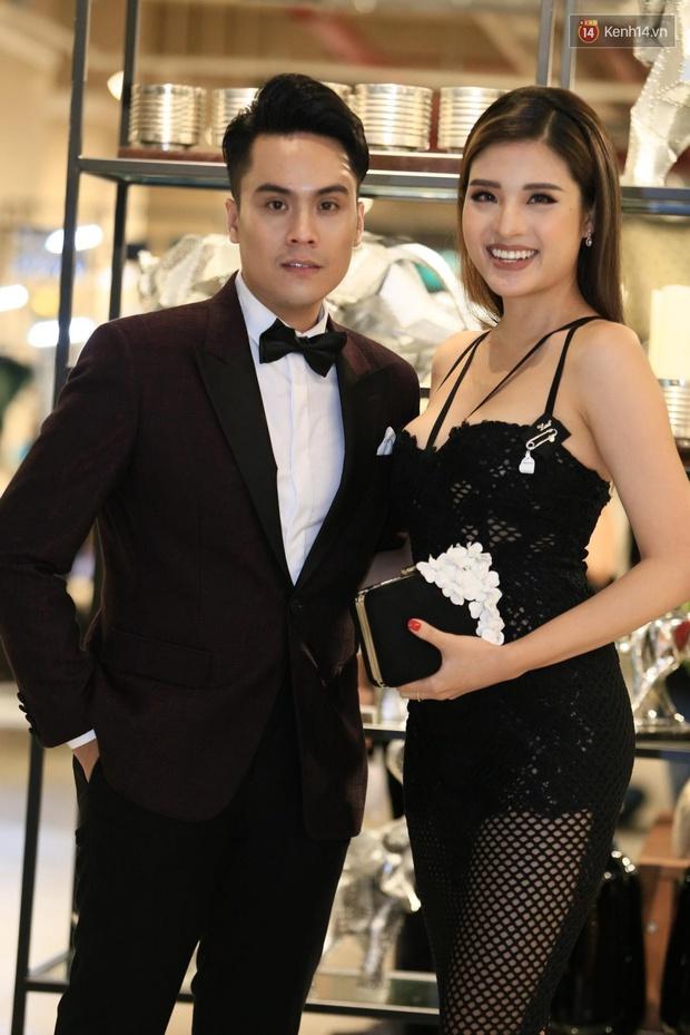 Ngọc Trinh hội ngộ siêu mẫu Ngọc Thạch, cùng khoe vai trần quyến rũ tại sự kiện - Ảnh 16.