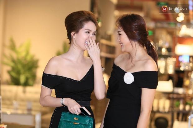 Ngọc Trinh hội ngộ siêu mẫu Ngọc Thạch, cùng khoe vai trần quyến rũ tại sự kiện - Ảnh 6.