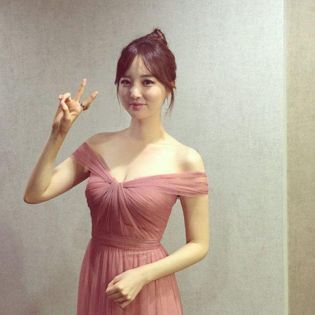 Xôn xao vì vợ diễn viên Vì sao đưa anh tới vừa quá đẹp vừa giống Lee Young Ae - Ảnh 13.