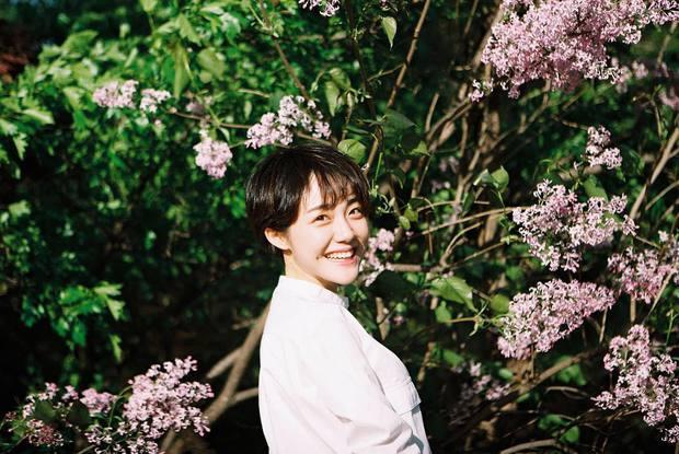Cô bạn Hàn Quốc với nụ cười má lúm làm xiêu lòng mọi chàng trai - Ảnh 1.