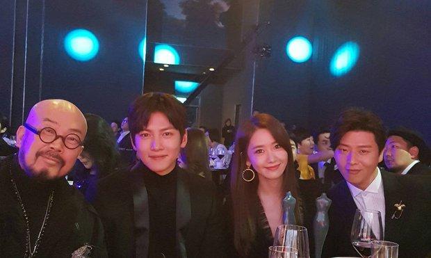 Hai bức ảnh trùng hợp bất ngờ chứng minh: Yoona và Ji Chang Wook thật sự có duyên trời định! - Ảnh 9.