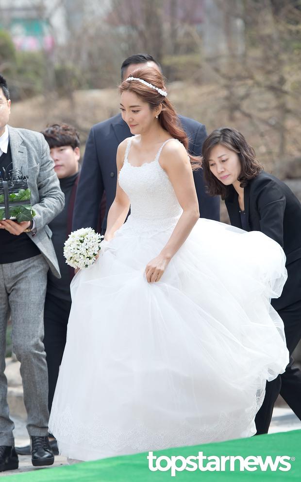 Hôn lễ đẹp nhất xứ Hàn: S.E.S tái hợp, chủ tịch SM Lee Soo Man cùng dàn sao khủng xuất hiện - Ảnh 1.