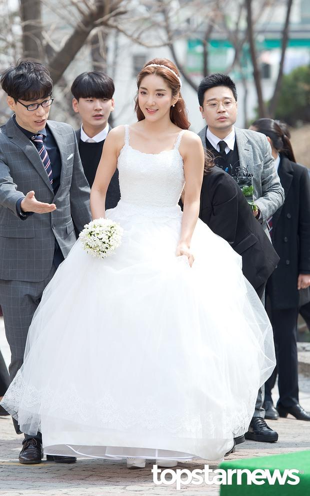 Hôn lễ đẹp nhất xứ Hàn: S.E.S tái hợp, chủ tịch SM Lee Soo Man cùng dàn sao khủng xuất hiện - Ảnh 2.