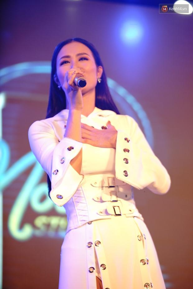 Được tổ chức sinh nhật sớm 1 tuần, Đông Nhi hạnh phúc lọt thỏm trong vòng vây fan Hà Nội - Ảnh 10.