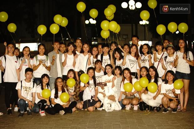 Được tổ chức sinh nhật sớm 1 tuần, Đông Nhi hạnh phúc lọt thỏm trong vòng vây fan Hà Nội - Ảnh 5.