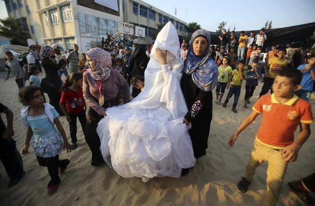 Cùng ngắm thêm 22 bộ váy cưới truyền thống tuyệt đẹp trên toàn thế giới - Ảnh 30.