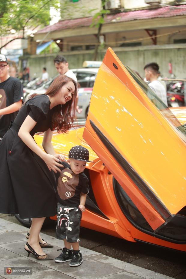 Vợ chồng Ngọc Thạch đi siêu xe 16 tỷ đồng làm xôn xao cả dãy phố - Ảnh 1.