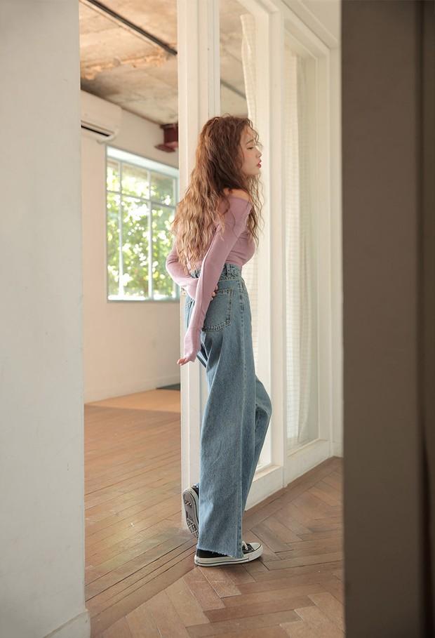 Thủ sẵn vài ba chiếc áo thun ôm trơn màu, công cuộc ăn diện mùa thu của bạn sẽ lên hương hẳn - Ảnh 6.