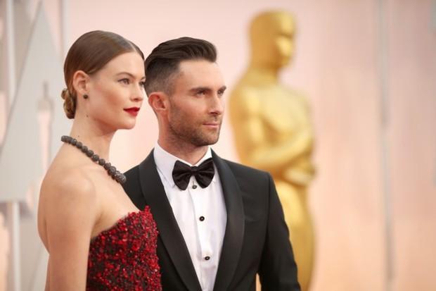 Vợ Adam Levine khiến fan thích thú khi khoe ảnh khỏa thân siêu đáng yêu của chồng - Ảnh 2.