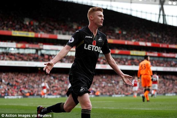 Arsenal khuất phục Swansea, thắng trận thứ 4 liên tiếp - Ảnh 3.