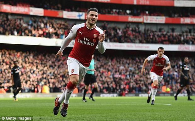 Arsenal khuất phục Swansea, thắng trận thứ 4 liên tiếp - Ảnh 4.