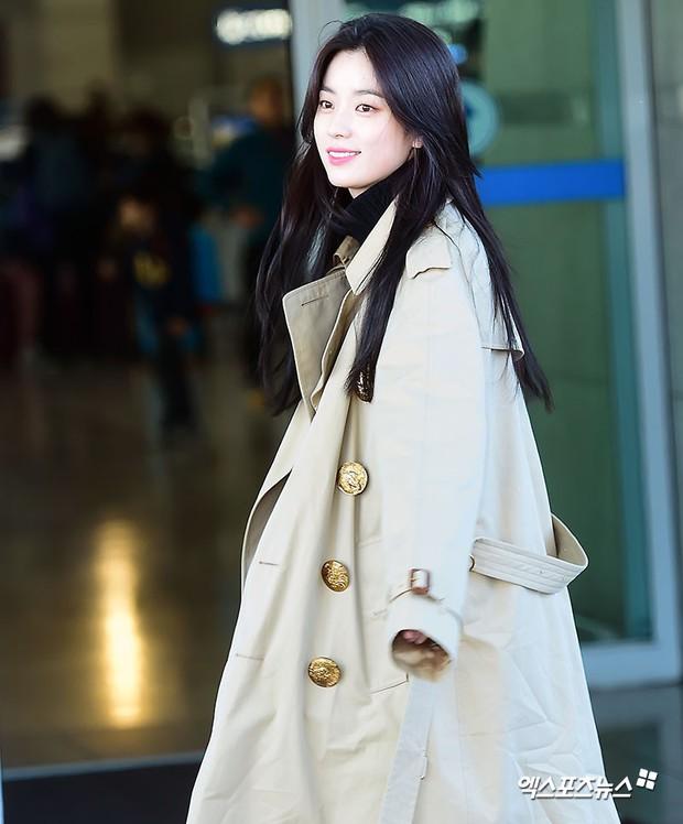 Chỉ với 2 hình ảnh sân bay chớp nhoáng này, Han Hyo Joo đã vươn lên thành nữ hoàng nhan sắc Kbiz? - Ảnh 8.