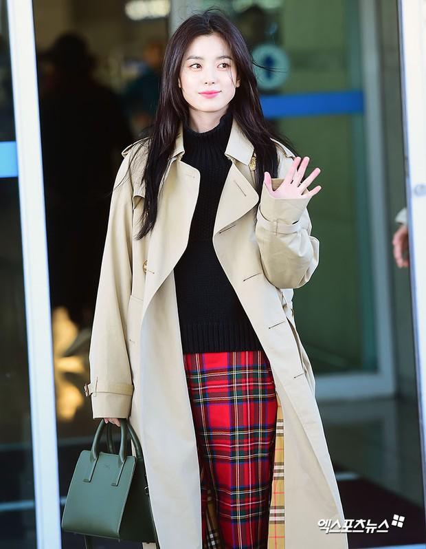 Chỉ với 2 hình ảnh sân bay chớp nhoáng này, Han Hyo Joo đã vươn lên thành nữ hoàng nhan sắc Kbiz? - Ảnh 4.