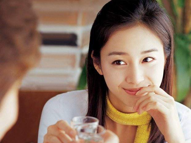 Tranh cãi việc Kim Hee Sun tự nhận mình đẹp hơn cả Kim Tae Hee và Jeon Ji Hyun - Ảnh 11.