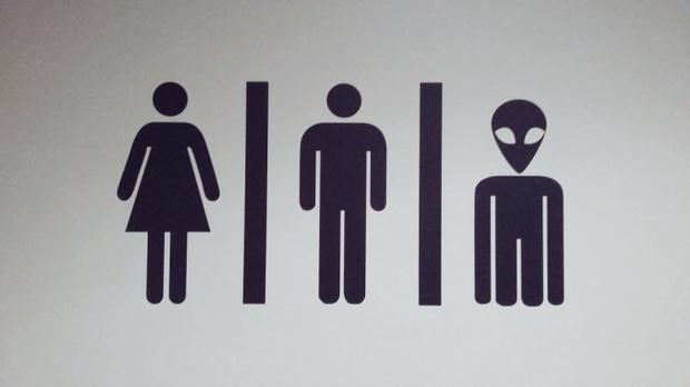 16 ý tưởng thiết kế biển báo nhà vệ sinh công cộng sáng tạo và bá đạo - Ảnh 21.