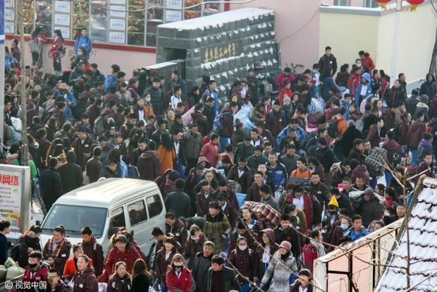 Cuộc đại di cư về quê ăn Tết từ lâu đã trở thành một nét văn hoá của người Trung Quốc - Ảnh 5.