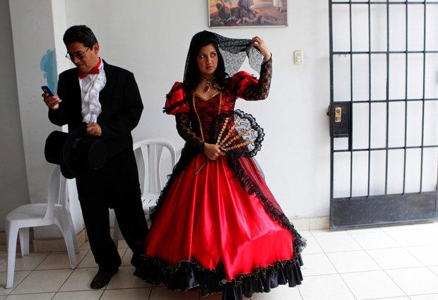 Cùng ngắm thêm 22 bộ váy cưới truyền thống tuyệt đẹp trên toàn thế giới - Ảnh 32.