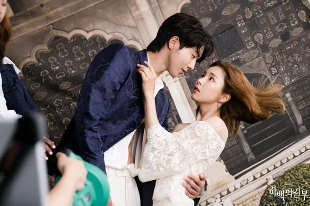 Đài cáp số 1 Hàn Quốc tvN và một năm 2017 kém vui từ cái chết gây phẫn nộ của đạo diễn - Ảnh 4.