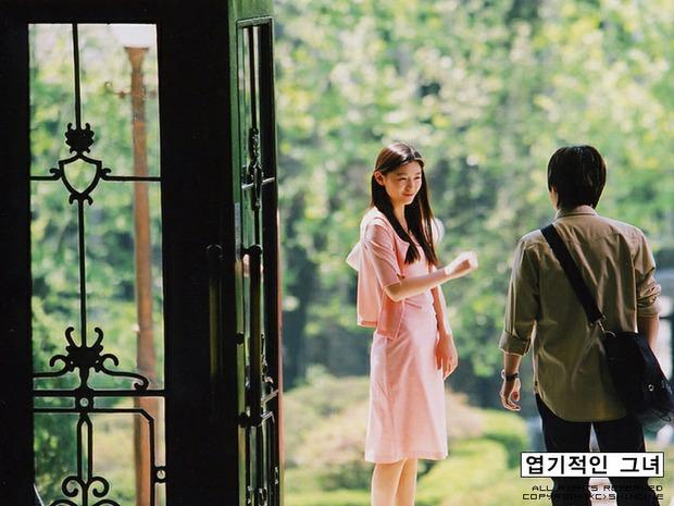 Tranh cãi việc Kim Hee Sun tự nhận mình đẹp hơn cả Kim Tae Hee và Jeon Ji Hyun - Ảnh 9.