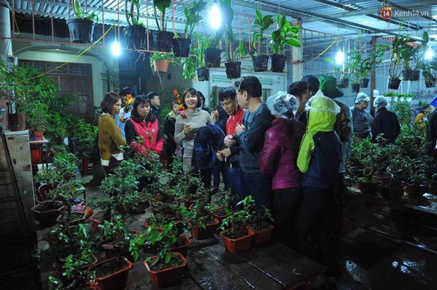 Người dân đội mưa rét đi chợ Viềng mua may bán đắt lấy lộc đầu năm - Ảnh 5.