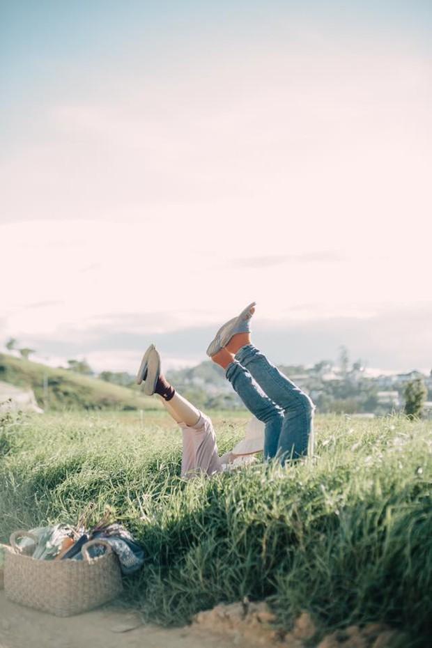 Chỉ cần yêu nhau thật nhiều thì ảnh cưới chụp ở... vườn rau cũng khiến người ta xuýt xoa - Ảnh 20.