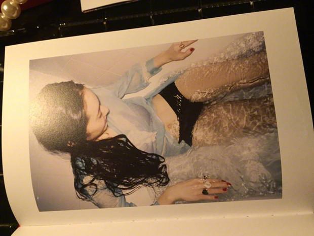 Hết Sulli, lại đến Krystal f(x) bị chỉ trích vì mặc nội y trong bộ ảnh mới - Ảnh 9.