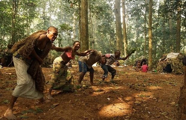 Bên trong bộ lạc gần 50% trẻ em không thể sống quá 5 tuổi ở châu Phi - Ảnh 17.