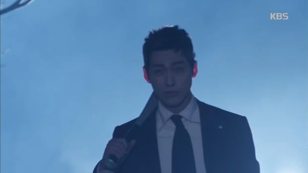 """""""Sếp Kim"""" siêu lầy: Nam Goong Min """"cosplay"""" cảnh catwalk kinh điển của Goblin - Ảnh 2."""