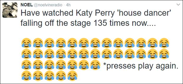 Fancam vũ công của Katy Perry trượt chân ngã khỏi sân khấu hot nhất MXH sáng nay - Ảnh 6.