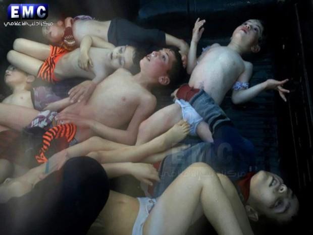 Cậu bé bị mất 19 người thân trong vụ tấn công hóa học ở Syria - Ảnh 2.