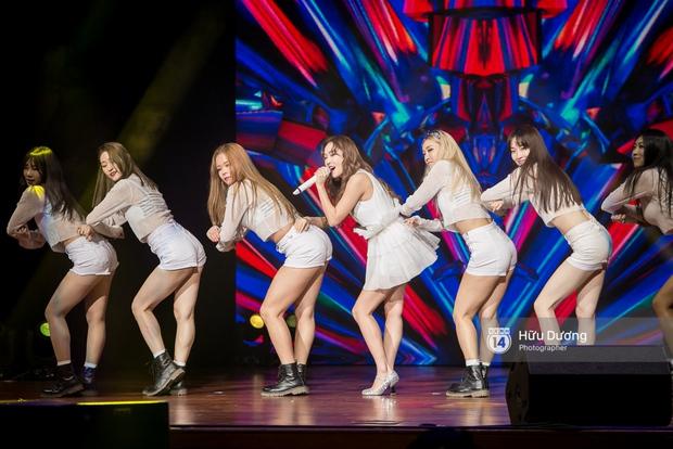Jessica đốt cháy sân khấu Influence Asia 2017 với hit solo - Ảnh 9.