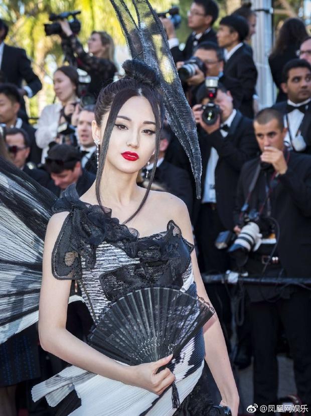 Đến hẹn lại lên, Cannes chứng kiến hình ảnh mỹ nhân Cbiz ăn mặc khó hiểu trên thảm đỏ - Ảnh 5.