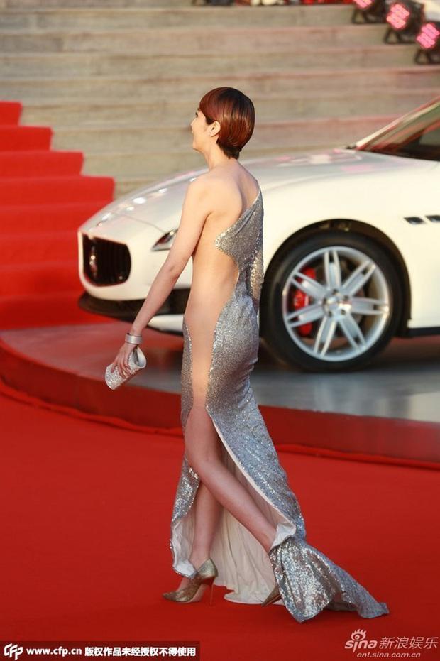 Đến hẹn lại lên, Cannes chứng kiến hình ảnh mỹ nhân Cbiz ăn mặc khó hiểu trên thảm đỏ - Ảnh 7.