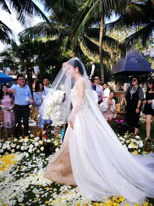 Đám cưới nhà người ta nhưng netizen chỉ chú ý đến đôi bạn thân Triệu Vy - Tô Hữu Bằng lâu lắm mới hội ngộ - Ảnh 8.
