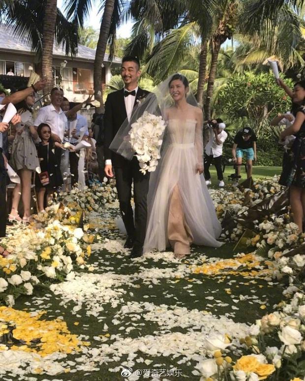 Đám cưới nhà người ta nhưng netizen chỉ chú ý đến đôi bạn thân Triệu Vy - Tô Hữu Bằng lâu lắm mới hội ngộ - Ảnh 3.
