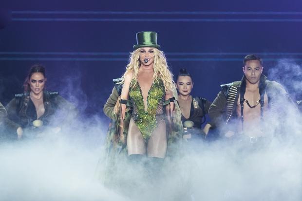 Chỉ 1 lần trong đời: Fan Việt ùn ùn kéo nhau sang Thái xem concert của Britney! - Ảnh 19.